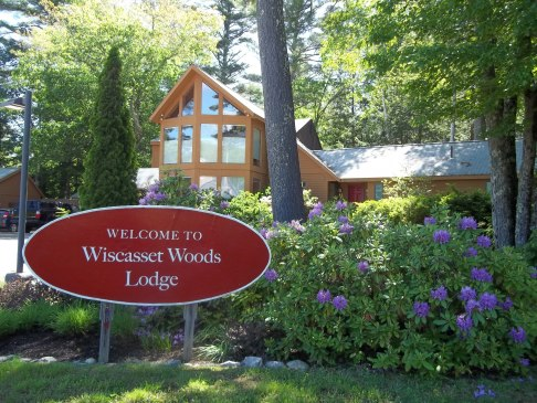 Picture of Wiscasset Woods Lodge set along route 1 in midcoast maine.