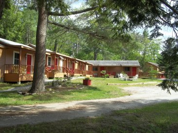 Pet friendly cottage rooms in Midcoast Maine are on the ground floor for ease of taking pets into and out of the room.