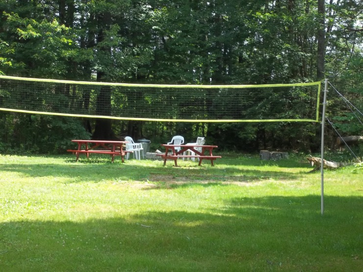 Our Midcoast Maine hotel has beautiful grounds including Badminton, campfire rings, cornhole, and other outdoor activities.